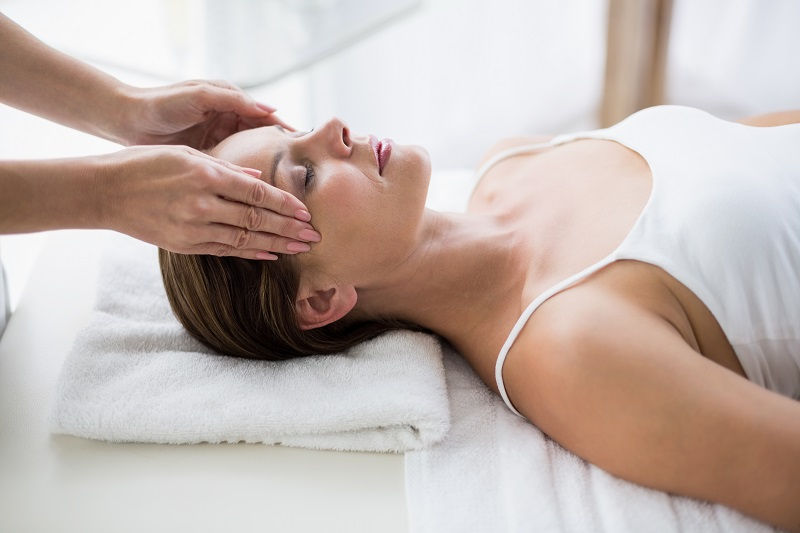 kursy masażu Akademii Karuna